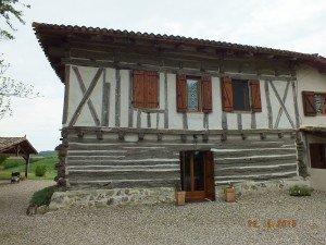 La maison à empilage de poutres. dscf5783ok1-300x225